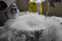 Обладнання та компоненти для роботи з рідким азотом